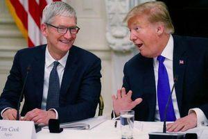 Tổng thống Mỹ Donald Trump vừa ăn tối cùng CEO Apple Tim Cook, khoe một điều 'tuyệt vời' sắp tới