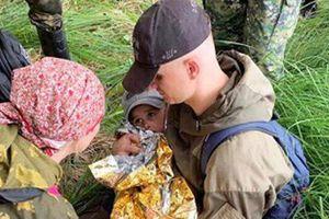 Bé 3 tuổi uống nước đầm lầy cầm cự trong hai đêm lạc rừng