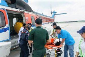 Đưa chiến sỹ bị tai nạn từ Trường Sa về đất liền cấp cứu bằng đường hàng không
