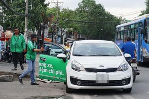 Giới taxi xin đối thoại với Thủ tướng sau khi bỏ quy định gắn mào Grab