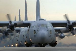 C-130 Mỹ vẫn chưa thể cất cánh do lỗi
