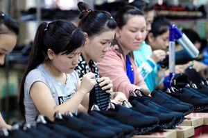 Tăng thuế nhập khẩu giày có mũi gắn kim loại lên 30%