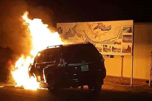 Xe tai nạn, tài xế cố tình chạy tiếp khiến xe bốc cháy