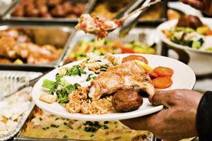 Kinh doanh ngược đời: Thưởng cho khách ăn ít!