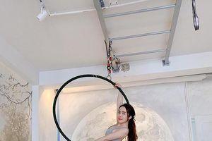 'Cá sấu chúa' Quỳnh Nga đánh bật 'Nữ hoàng nội y' Ngọc Trinh khi khoe số đo vòng eo bé hơn 56cm