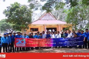 Tổ chức 'Ngày tình nguyện' ý nghĩa tại Campuchia
