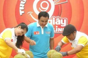 Ca sĩ Triệu Trang hào hứng với thử thách tách sầu riêng trong 99 giây