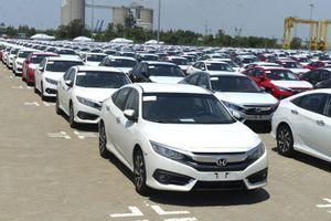 Nhập khẩu ô tô tháng 7 tăng mạnh, so với cùng kỳ và so với tháng trước
