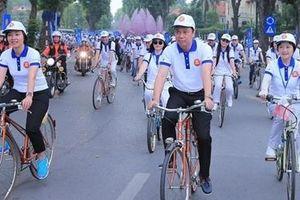 Gần 300 nhà ngoại giao đạp xe dạo phố Hà Nội hưởng ứng Ngày Gia đình ASEAN