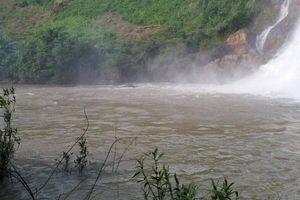 Xuống thác nước tắm, 3 thanh niên Gia Lai bị nước cuốn mất tích