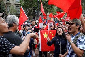 Người biểu tình ủng hộ Hồng Kông và Trung Quốc đụng độ nhau ở nhiều nơi trên thế giới