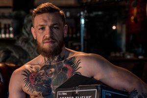 Đấm một ông lão trong quán bar, McGregor bị thách: 'Nếu anh có 'bi', hãy thượng đài'