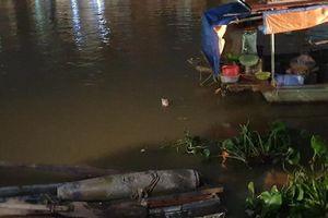 Ngư dân 'ngã ngửa' phát hiện quả bom khủng dưới chân cầu Tam Bạc