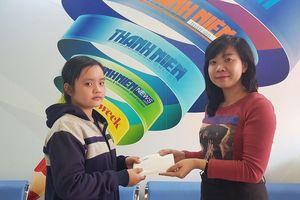 Trao tiền hỗ trợ 4 chị em mồ côi mẹ