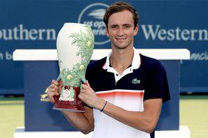 Hạ Goffin, Medvedev lần đầu tiên đoạt danh hiệu ATP Masters 1.000