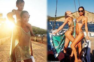 Candice Swanepoel mặc áo mỏng tang xuyên thấu khoe dáng tuyệt mỹ