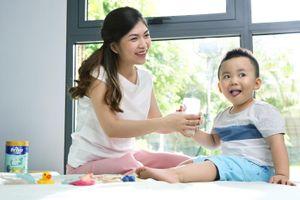 Để 'né' rối loạn tiêu hóa cho con, mẹ hãy chọn sữa có đạm tự nhiên