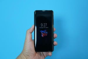 Điện thoại 'siêu dị' hai màn hình vừa xuất hiện tại Việt Nam