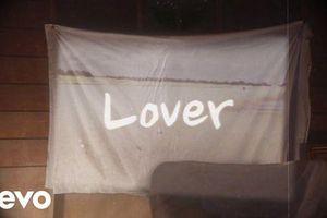Giới phê bình nói gì về bản tình ca 'Lover' ngọt như mật vừa ra mắt của Taylor Swift?