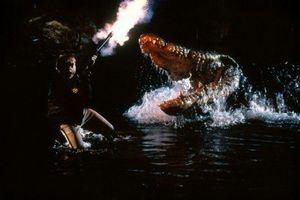 Lỡ yêu 'Crawl - Địa đạo cá sấu tử thần', xem thêm 10 tựa phim quái vật bò sát hấp dẫn sau đây!