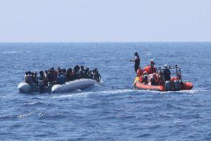 Châu Âu tranh cãi về số phận 107 người tị nạn trên Địa Trung Hải