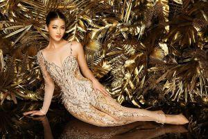 NTK Linh San khiến thế giới 'nể' với bộ quốc phục huyền thoại