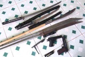 Nhóm côn đồ đi đòi nợ có súng và mã tấu