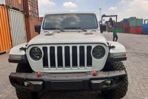 Xe bán tải Jeep Gladiator Rubicon 2020 đầu tiên cập bến VN