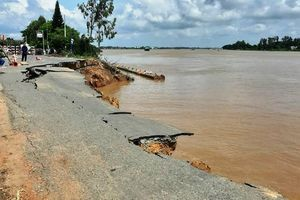 Một đoạn Quốc lộ 91 ở An Giang sụp xuống sông Hậu