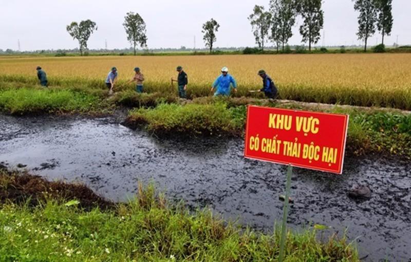 Báo động tình trạng chất thải nguy hại 'vô tư' xả ra môi trường