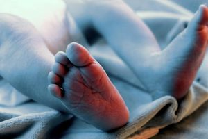 Cặp song sinh chào đời cách nhau… 2 tháng rưỡi