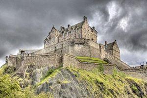 Những lâu đài ma ám và lịch sử đen tối của chúng