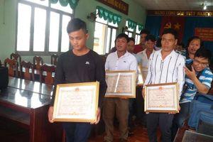 Khen thưởng 9 ngư dân Tiền Giang cứu 22 ngư dân Philippines gặp nạn