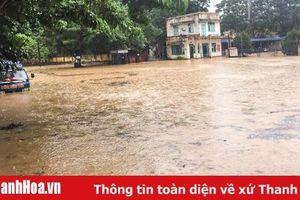 Mưa lớn, nhiều hộ dân thị trấn Lam Sơn (Thọ Xuân) ngập sâu trong nước