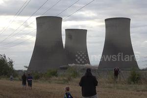 Hãi hùng 3 tháp nhiệt cao hơn 100m đổ sập trong 10 giây