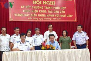 Kiên Giang ký kết chương trình 'Cảnh sát biển đồng hành với ngư dân'