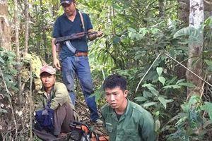 Đắk Lắk: Bắt trưởng thôn cùng đồng bọn cưa hạ gỗ rừng