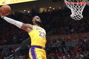 Lý do 'buồn cười' khiến LeBron James quyết tâm tập ném tay phải