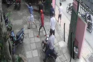Hơn 20 người đánh 3 người trong quán ở Thủ Đức