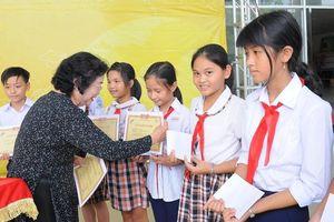 120 học sinh tại Long An được trao học bổng vượt khó
