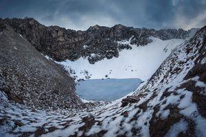 Bí ẩn những xương người trồi lên khi băng tan trên dãy Himalaya