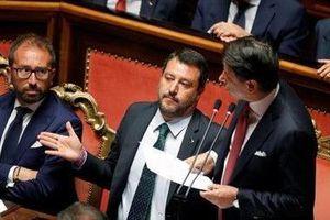 Thủ tướng Italia bất ngờ từ chức