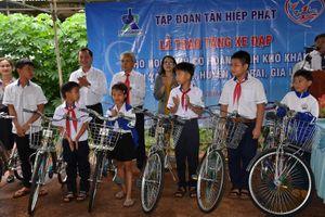 Tân Hiệp Phát trao tặng 50 chiếc xe đạp cho học sinh nghèo