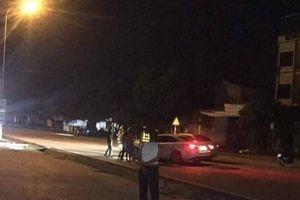 Chạy quá tốc độ bị dừng xe, ba thanh niên lao vào tấn công CSGT trong đêm