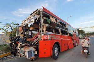 Hiện trường xe Phương Trang và ô tô giường nằm tông nhau kinh hoàng trong đêm