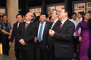 Nhiều lãnh đạo Đảng, Nhà nước tham dự chương trình 'Muôn vàn tình thương yêu'