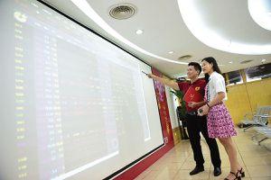 Kỳ vọng cổ phiếu chứng khoán trở về 'vùng sáng'
