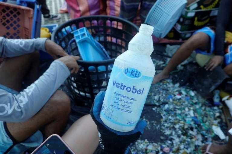 Đổi chai nhựa lấy vé xe buýt ở Ecuador �