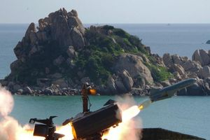 Việt Nam đang phát triển tên lửa phòng thủ bờ biển