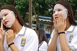 'Chơi lớn' đầu năm học, nữ sinh đi tựu trường vẫn không quên đắp mặt nạ